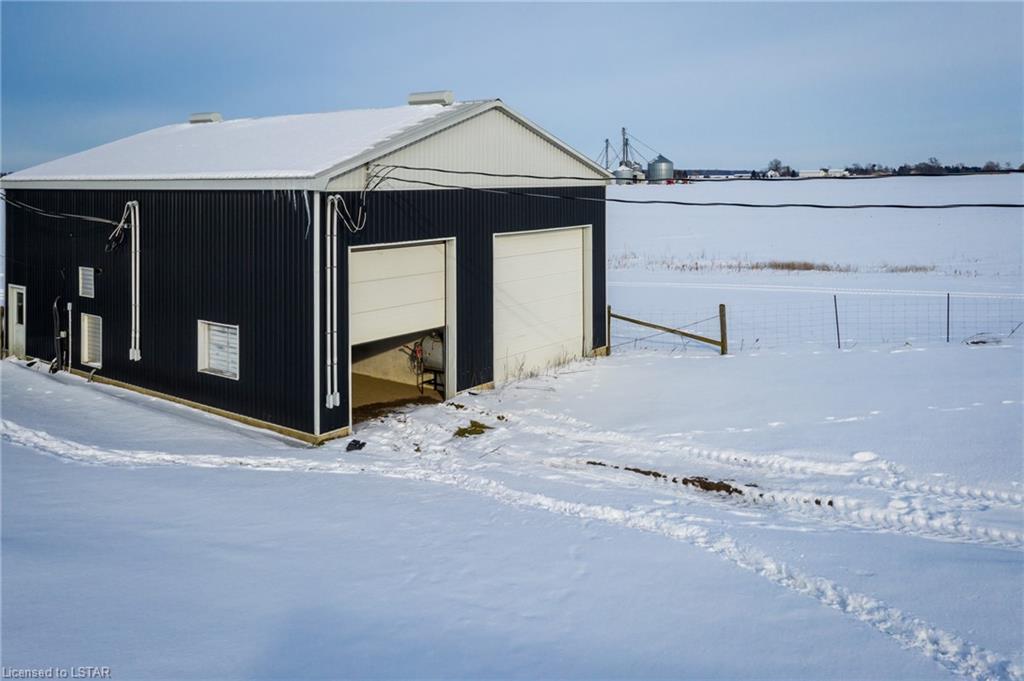 4979 LONDON Line, Wyoming, Ontario (ID 240022)