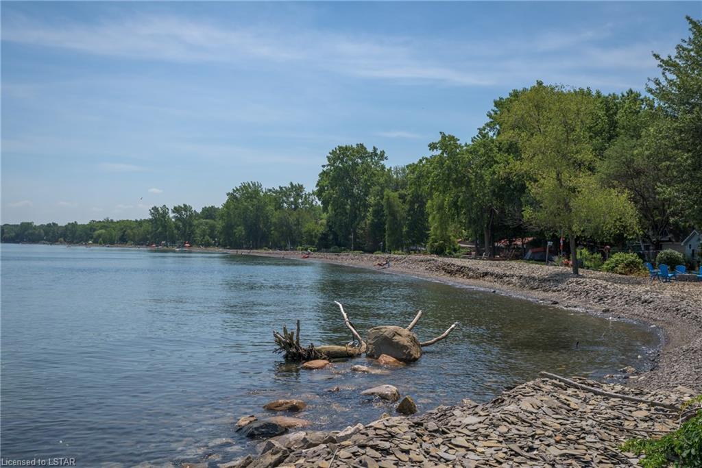 9843 LAKE Road, Lambton Shores, Ontario (ID 40133065)