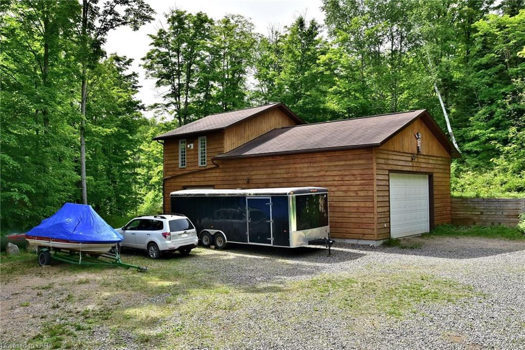 1034 MORAINE Drive, Highlands East, Ontario (ID 204511)