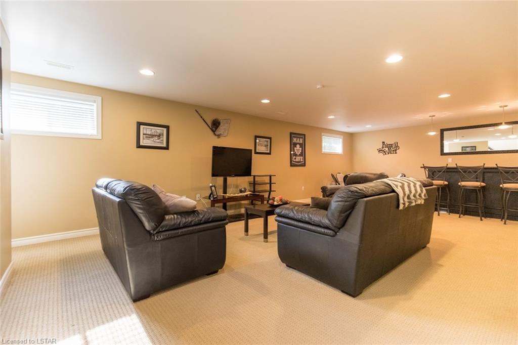 312 STATION Street, Parkhill, Ontario (ID 280243)