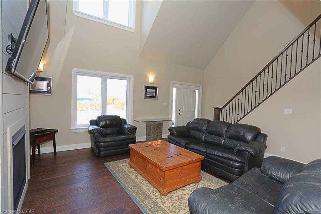 71694 OLD CEDAR BANK Lane, Grand Bend, Ontario (ID 248273)
