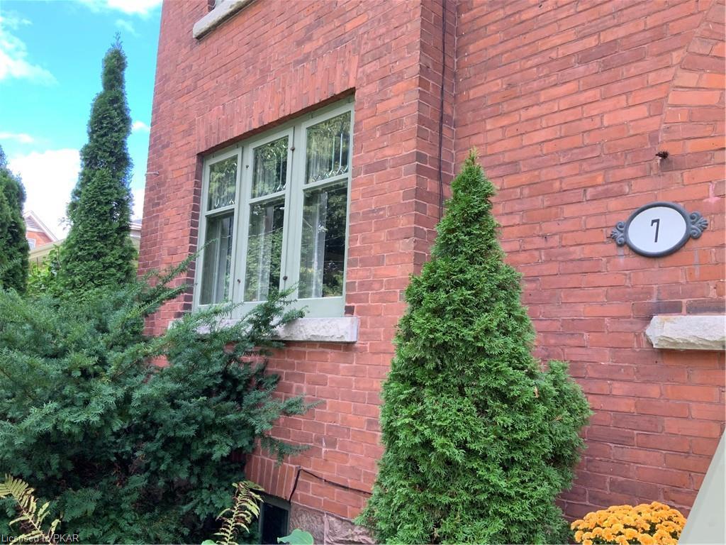 7 ENGLEBURN Place, Peterborough, Ontario (ID 204749)