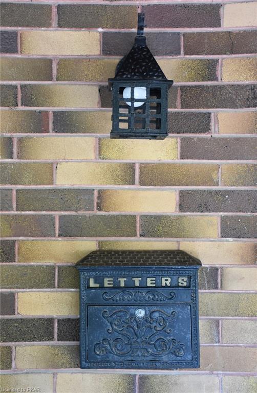 528 HUNTER Street W, Peterborough, Ontario (ID 212000)