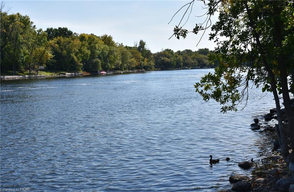 49 LOCKSIDE Drive, Peterborough, Ontario (ID 240148)
