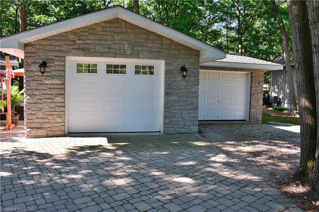 10127 JENNISON Crescent, Grand Bend, Ontario (ID 215445)