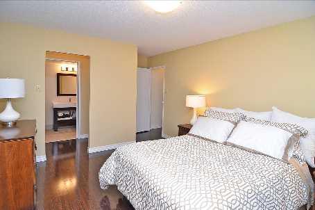 100 Quebec Ave, Toronto, Ontario (ID W2499035)