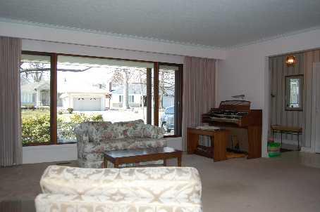 125 Lloyd Manor Rd, Toronto, Ontario (ID W2603228)