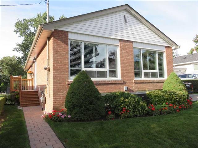 24 Millburn Dr, Toronto, Ontario (ID W3322091)