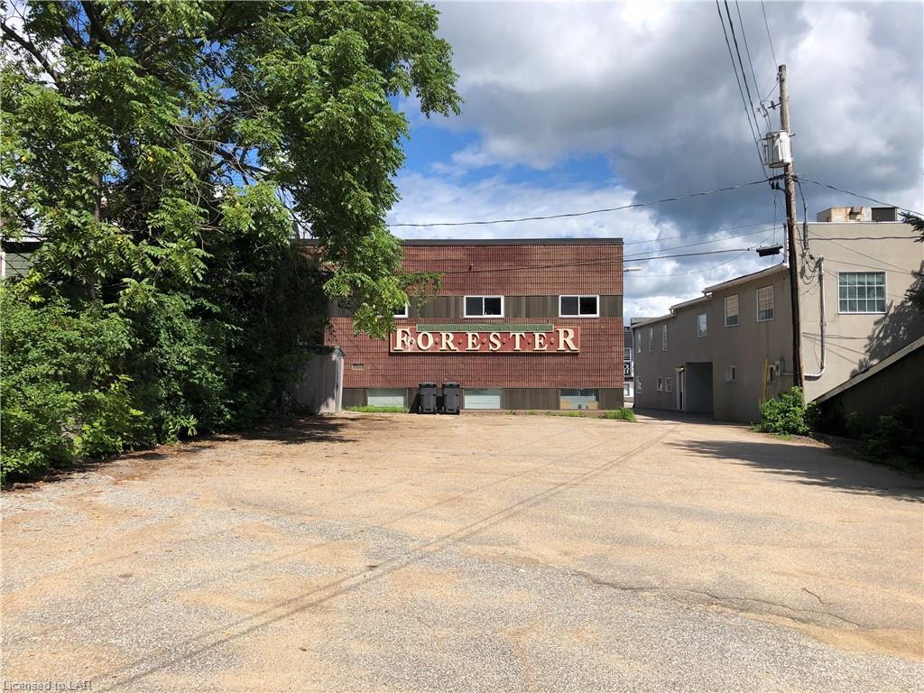 11 MAIN Street W, Huntsville, Ontario (ID 280646)
