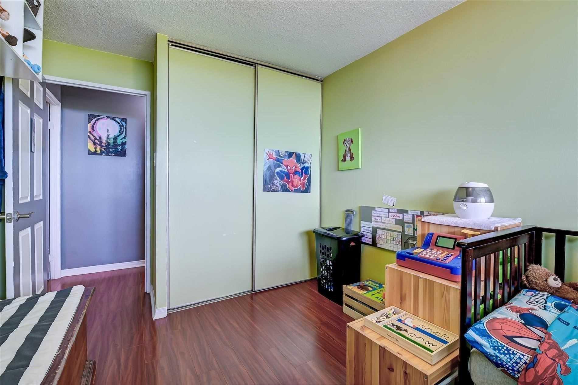 10 Tapscott Rd, Toronto, Ontario (ID E5356396)