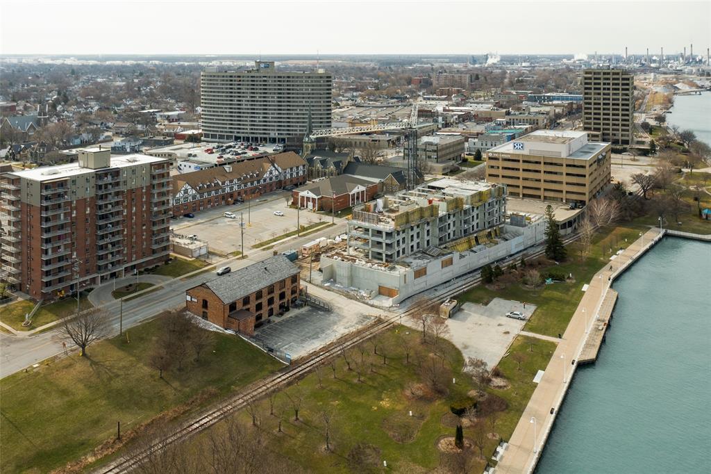 301 FRONT Street North Unit# A,B,D,E,F, Sarnia, Ontario (ID 21004211)