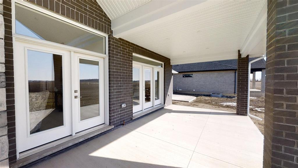 3729 QUEEN Street, Plympton-wyoming, Ontario (ID 20002593)