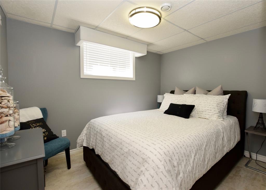 208 GEMSTONE Court, Sarnia, Ontario (ID 20007648)