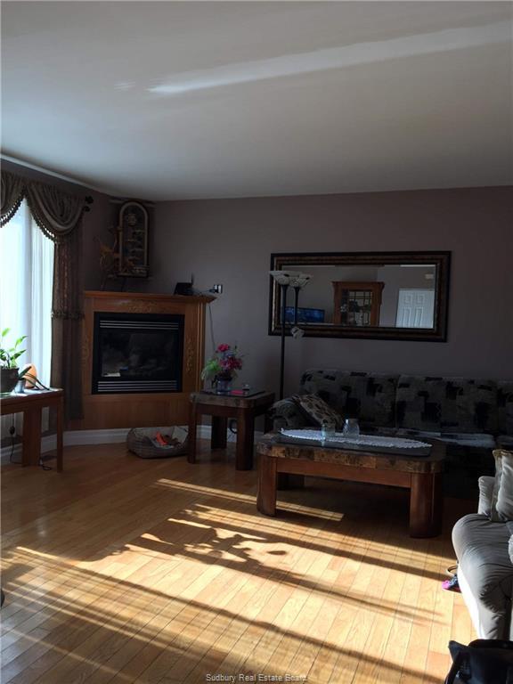 26 KING Street W, St. Charles, Ontario (ID 2083638)