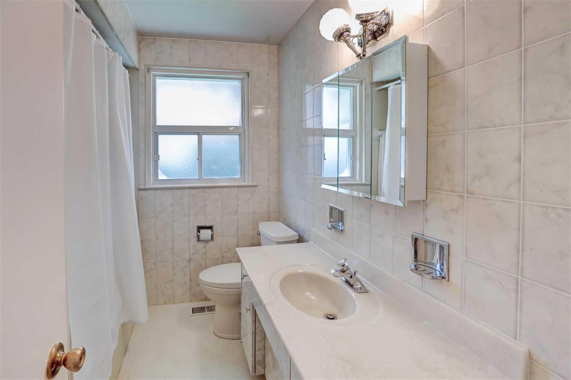 47 Bloorlea Cres, Toronto, Ontario (ID W4573421)