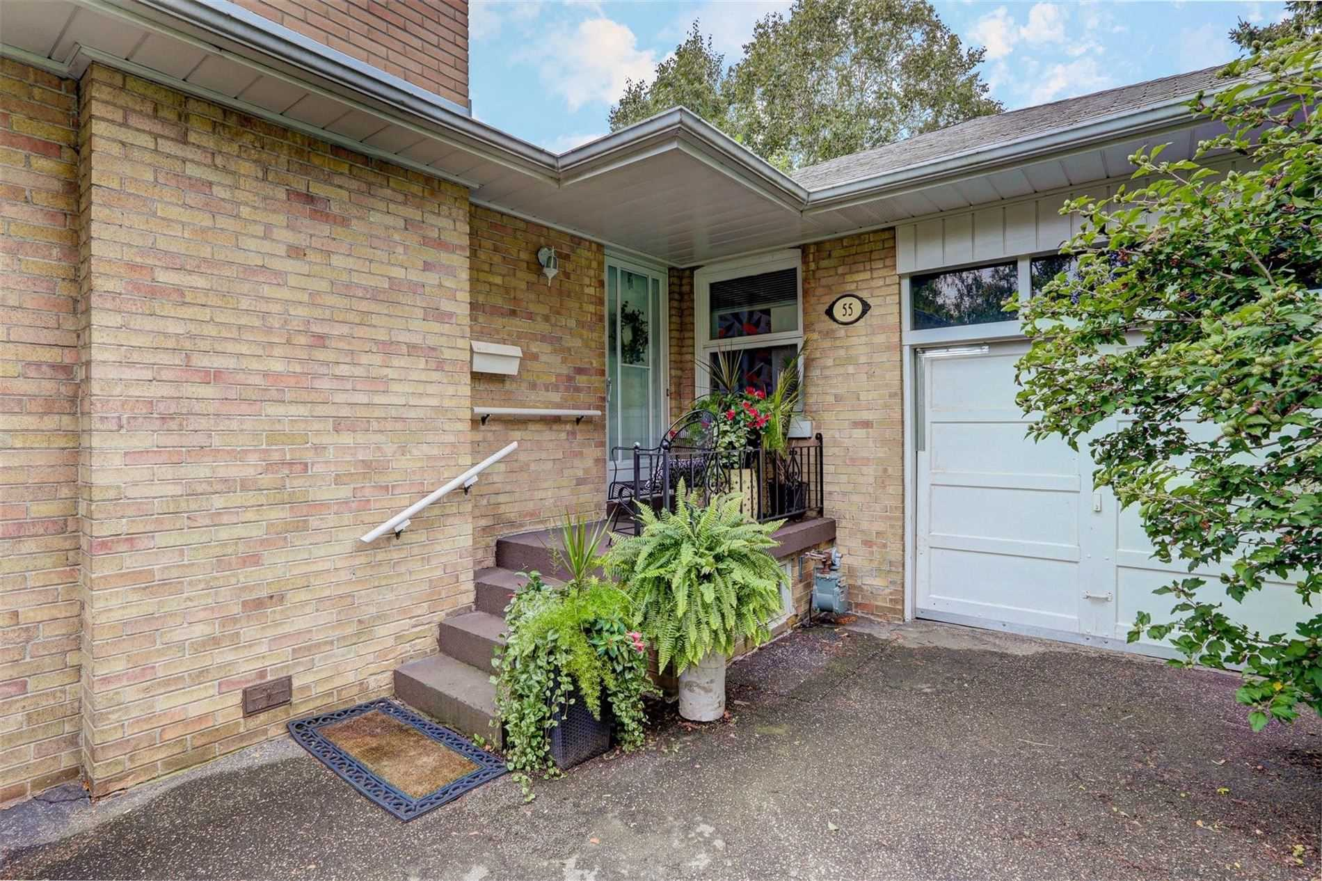 55 Cardigan Rd, Toronto, Ontario (ID W4580968)