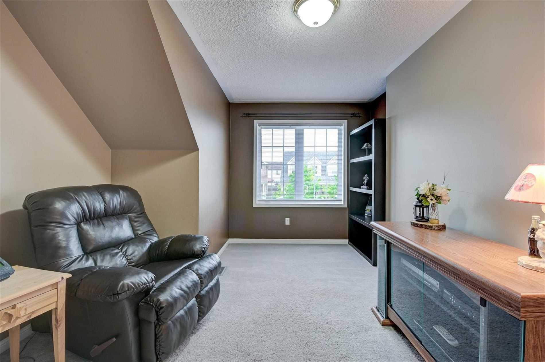 555 Caverhill Cres, Milton, Ontario (ID W4780110)
