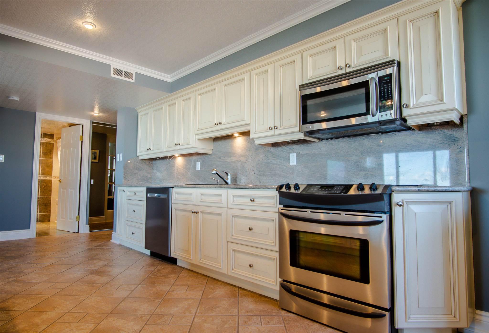 Unit# 805 185 Ontario Street, Kingston, Ontario (ID K20005101)