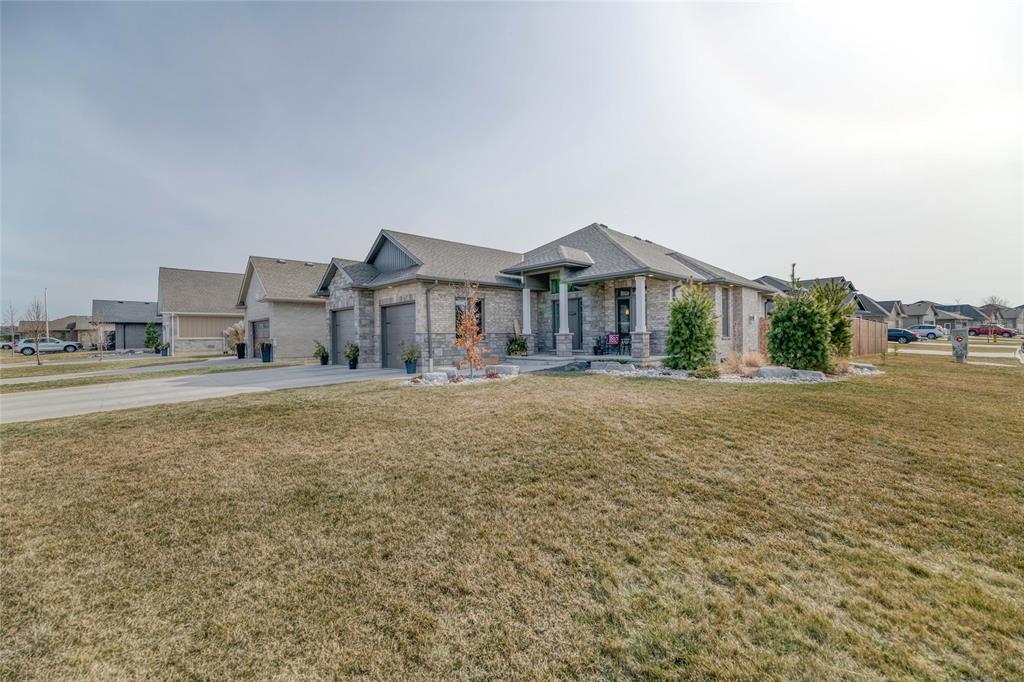 113 LIZUCHA Drive, Sarnia, Ontario (ID 21004144)
