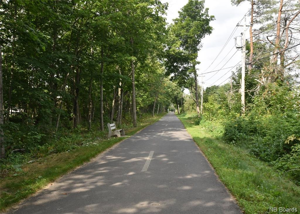 284 Inglewood Drive, Fredericton, New Brunswick (ID NB031130)
