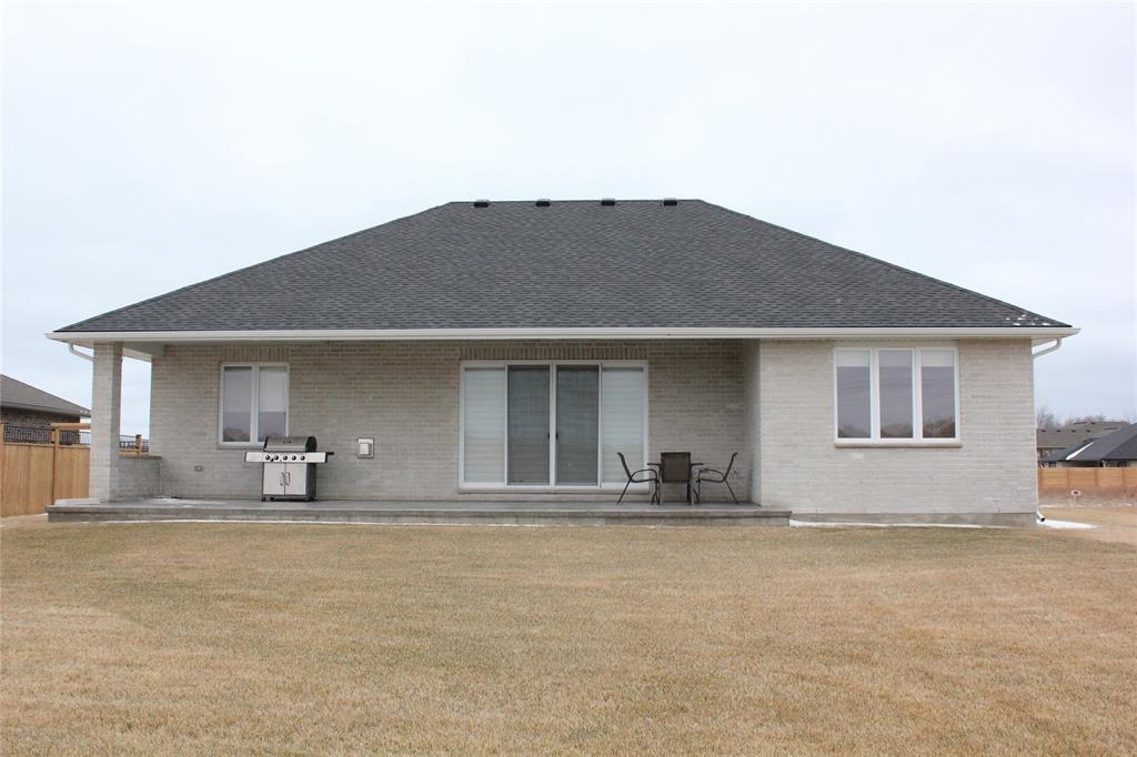 4026 VAN BREE Drive, Plympton-wyoming, Ontario (ID 19024828)