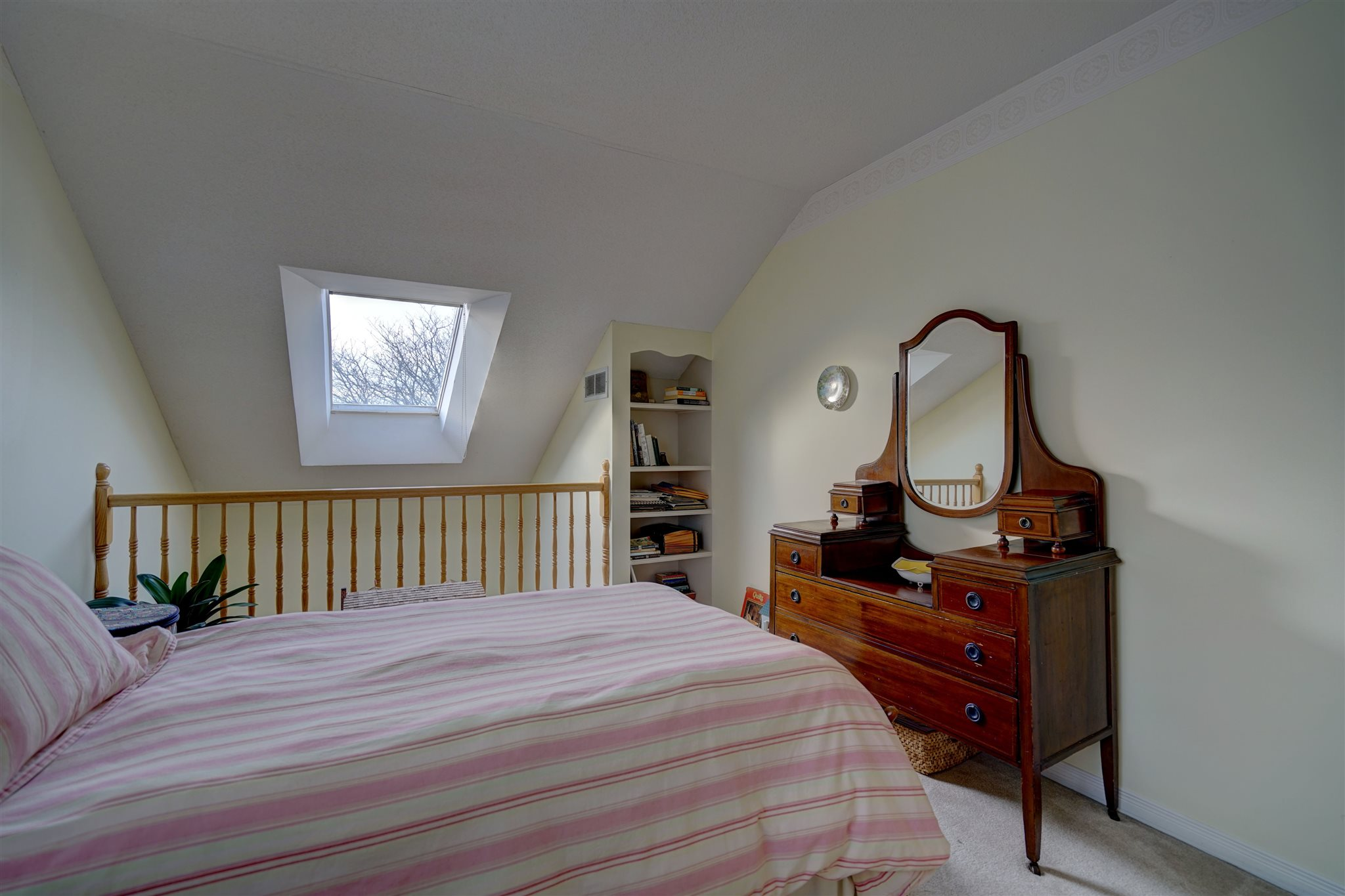 22 Abbey Dawn Drive, Bath, Ontario (ID K20000204)