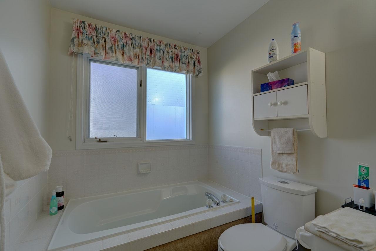 33 Abbey Dawn Drive, Bath, Ontario (ID K20006619)