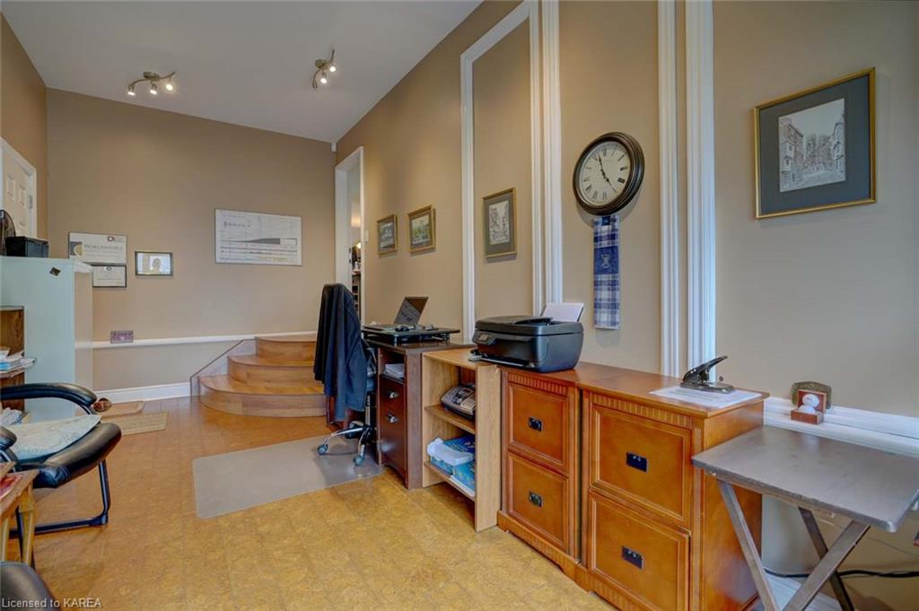 100 BRITANNIA Crescent, Bath, Ontario (ID 40145001)