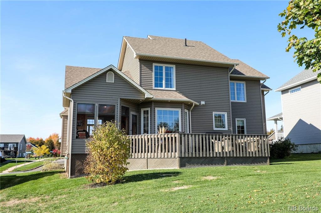 724 Hillcrest Drive, Fredericton, New Brunswick (ID NB044018)