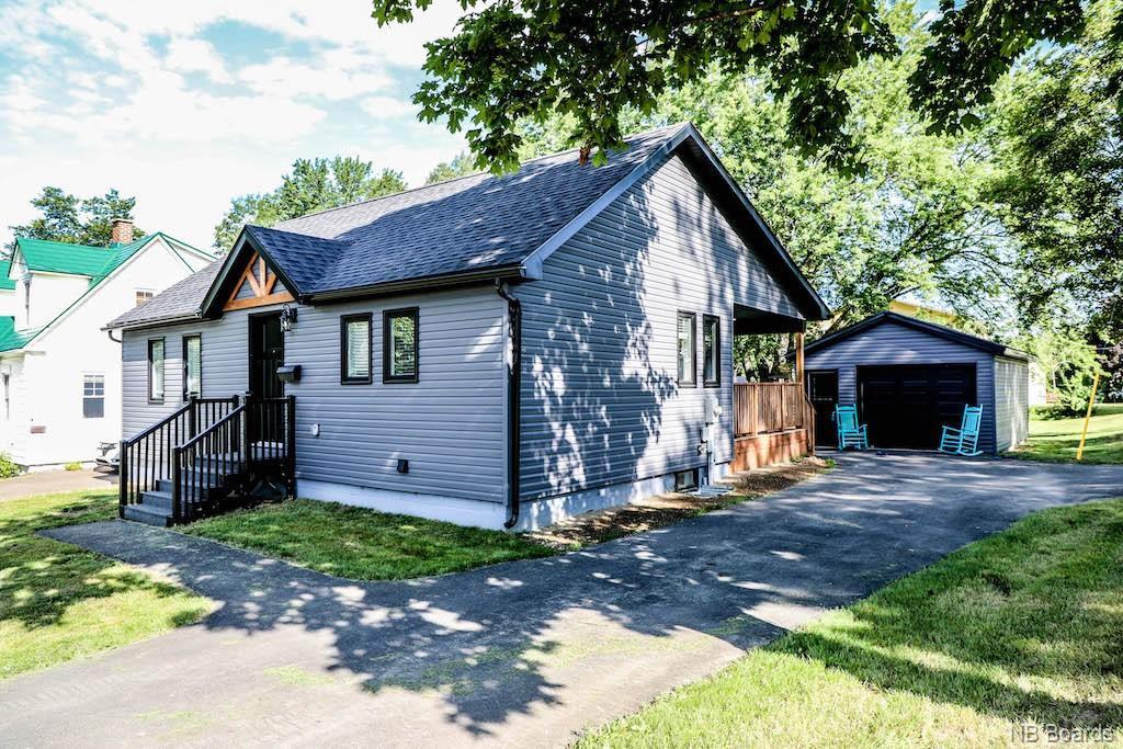 233 Greenwood Drive, Fredericton, New Brunswick (ID NB036892)