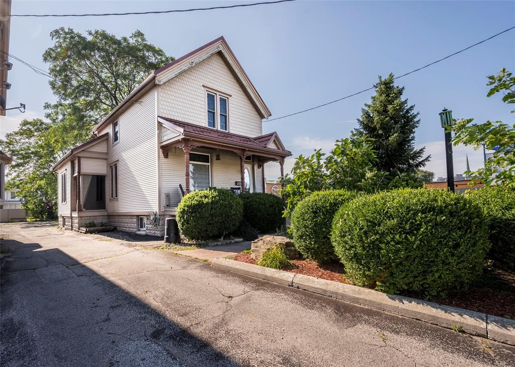 484 CHRISTINA Street North, Sarnia, Ontario (ID 21015297)