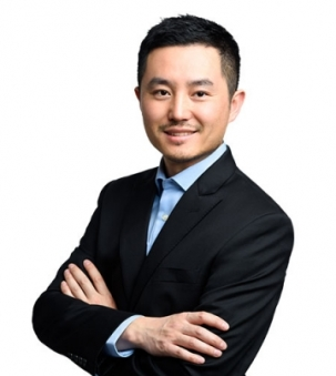 Tony Hou Portrait