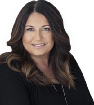 Stacy de Vries Portrait