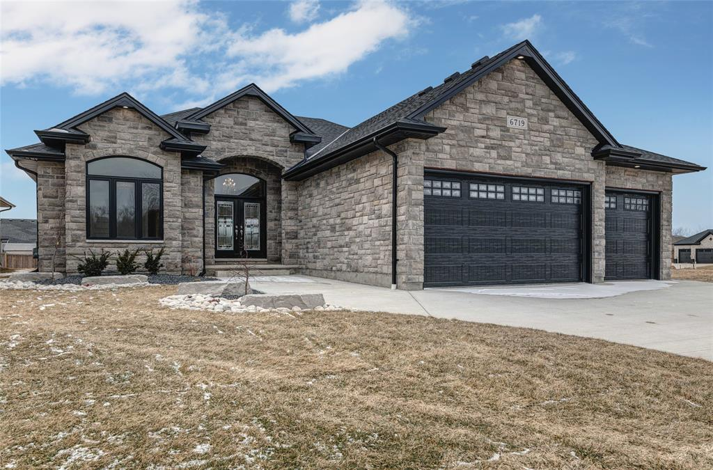 3558 Mia Lane, Plympton-wyoming Ontario, Canada