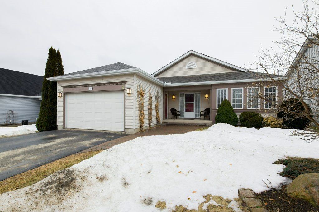 12 Abbey Dawn Drive, Bath Ontario, Canada