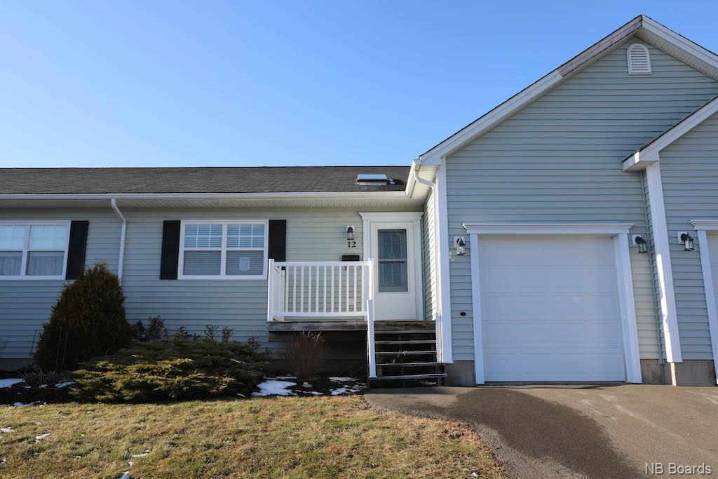 12 Hillcrest Court, Oromocto New Brunswick, Canada