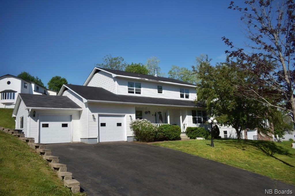 33 Rosewood Drive, Fredericton New Brunswick, Canada