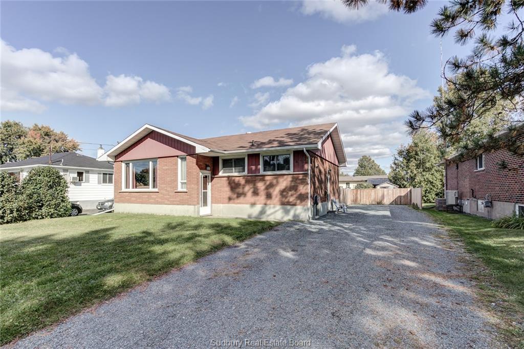 946 Lynwood, Sudbury Ontario, Canada