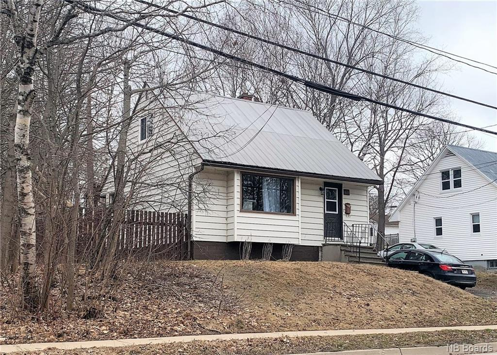 676 Kings College Road, Fredericton New Brunswick, Canada