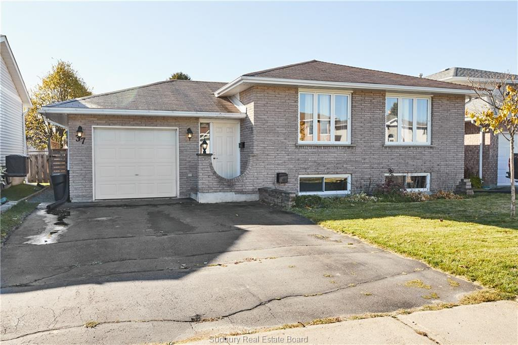 37 Ravina Avenue, Garson Ontario, Canada
