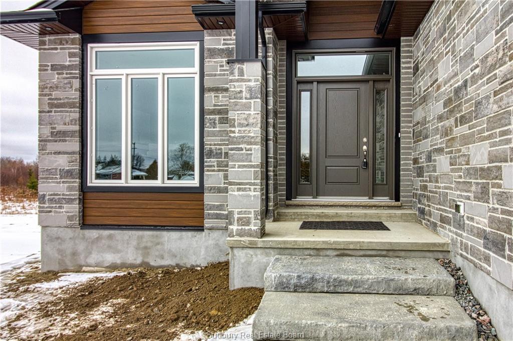 171 Hollybrook, Azilda Ontario, Canada