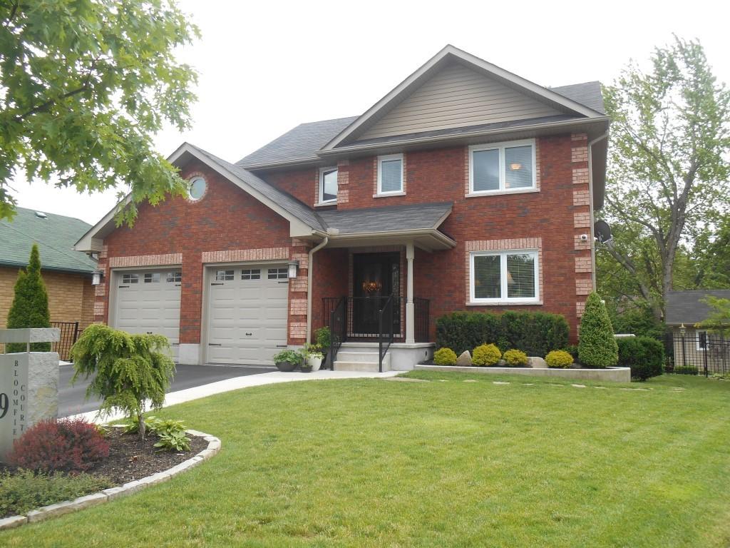 9 Bloomfield Crt, Lakefield Ontario