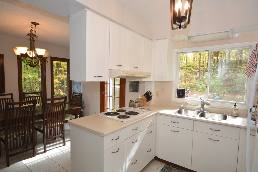 24 KINGFISHER LANE, North Kawartha Ontario