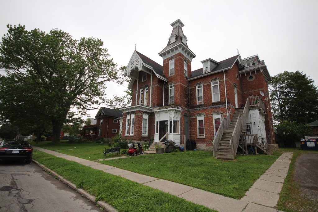 41-43 Queen St, Quinte West Ontario