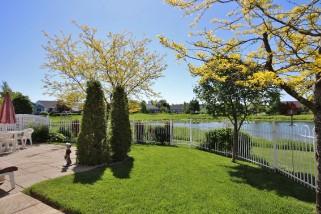10 GLENORA DR, Bath Ontario