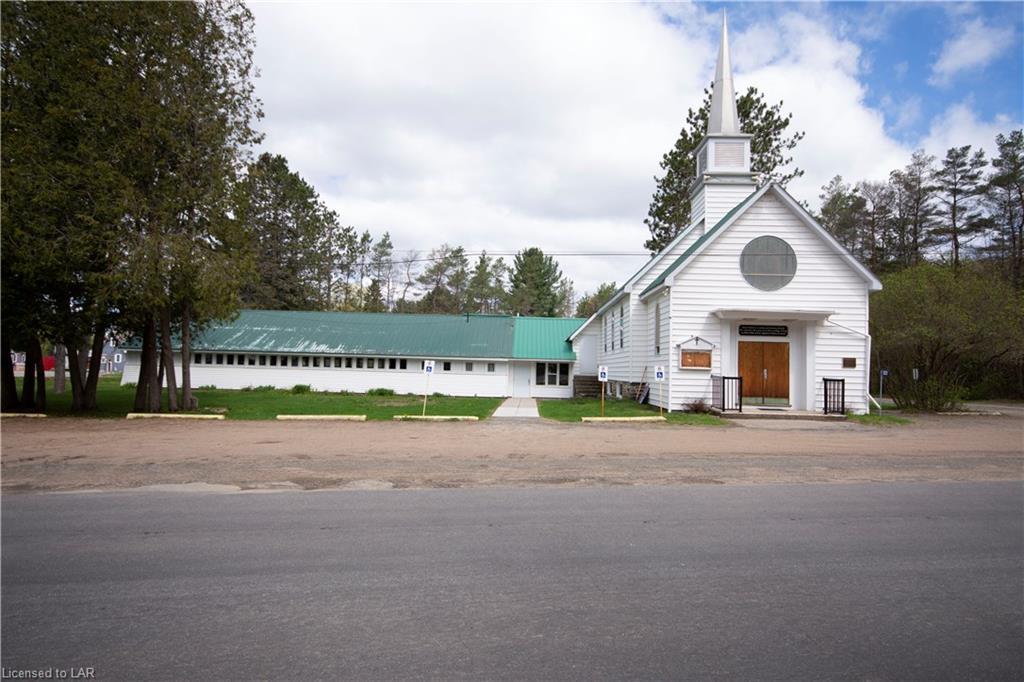 1021 East Road, Algonquin Highlands Ontario, Canada