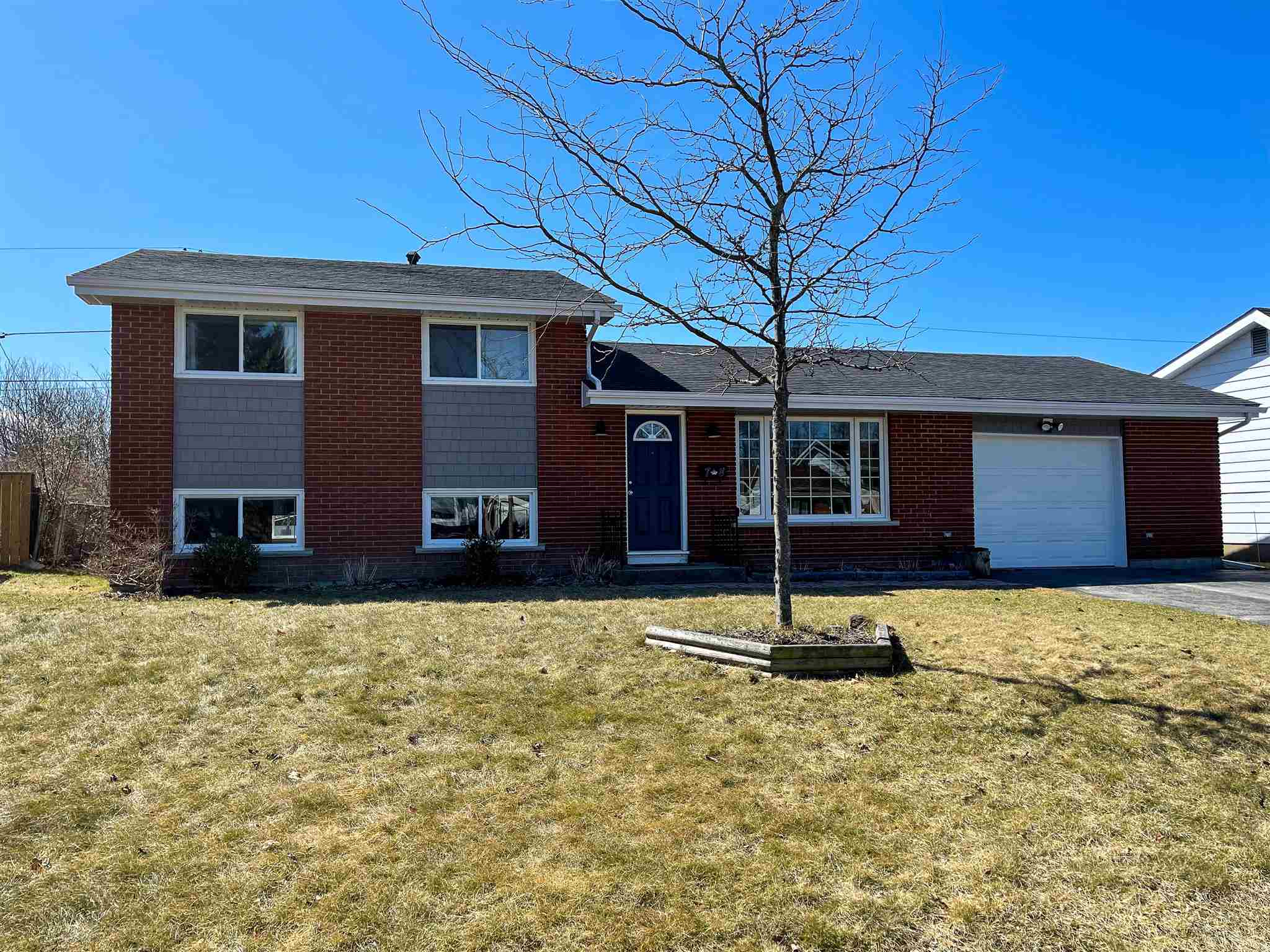 78 Chesterfield Drive, Amherstview, Ontario, Canada