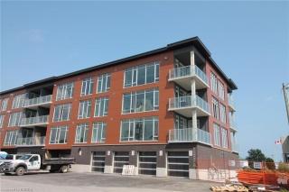38 HARBOUR Street Unit# PH402, Port Dover Ontario, Canada