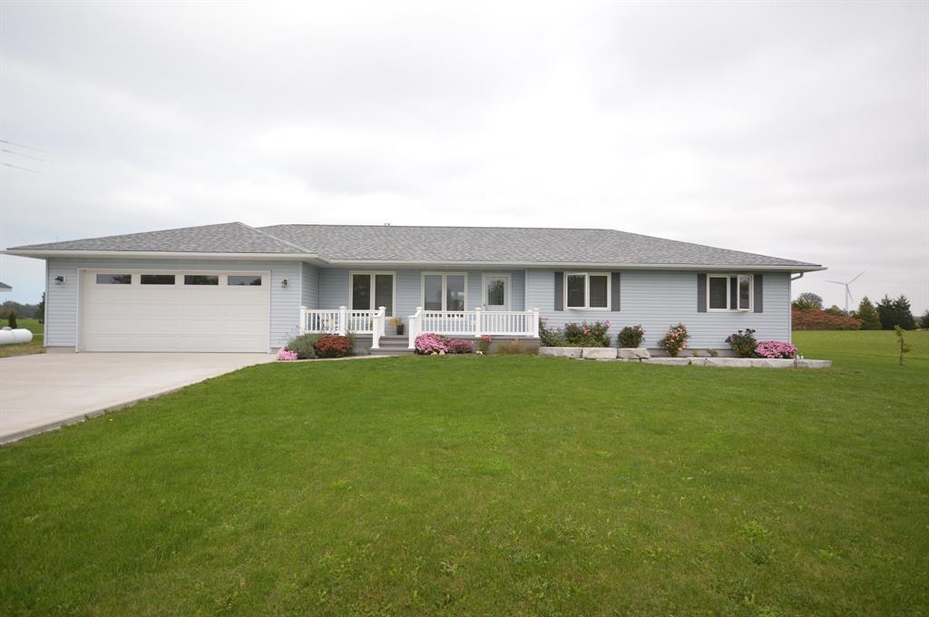 8578 VANCE Drive, Lambton Shores Ontario, Canada