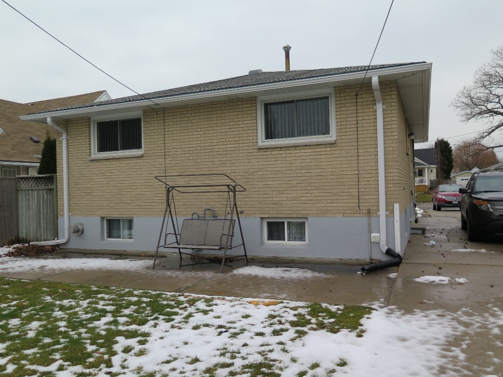 634 Rayburne Ave, Sarnia Ontario